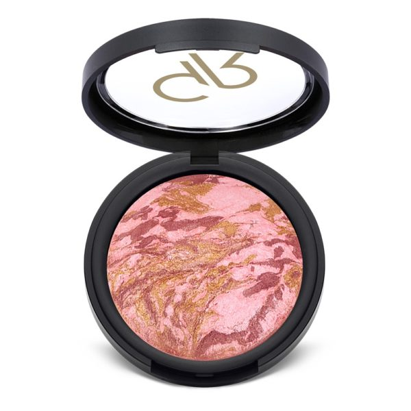 Gives a pearly, bright and luminous effect thanks to its silky, soft formula